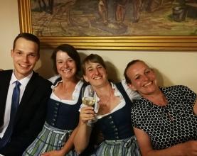 Hochzeit-Sabine-und-Lukas-Musikverein-Pregarten-Braut-setehlen